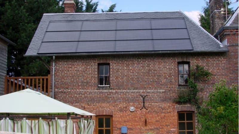 Panneaux solaires intégrés en toiture