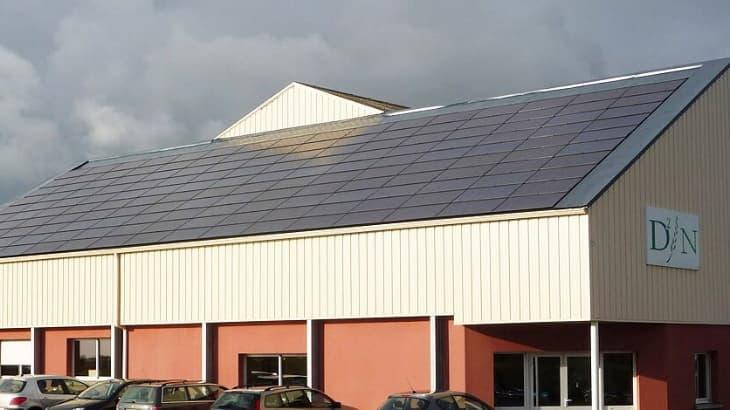 Panneaux photovoltaïques sur toiture inclinée